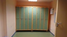 Gabinetes de la escuela o del gimnasio con y cerraduras Imagen de archivo libre de regalías