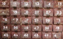 Gabinetes de madera viejos imagen de archivo libre de regalías