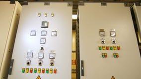 Gabinetes grandes previstos para el montaje de los dispositivos de distribución metrajes