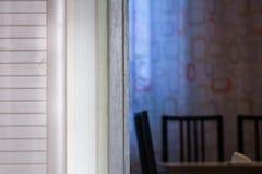 Gabinetowy drzwi i widok wieczór kuchenny stół Obrazy Royalty Free