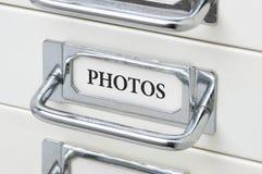 Gabinetto del cassetto con le foto dell'etichetta Fotografia Stock