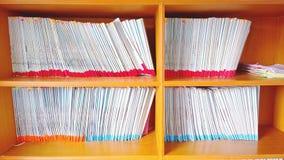 Gabinetto del contesto dello scaffale per libri Fotografia Stock