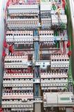 Gabinetto dell'apparecchiatura elettrica di comando fotografie stock libere da diritti