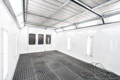 Gabinetto della pittura di spruzzo in una stazione di riparazione dell'automobile Concetto automatico di servizio Pittura di alta Fotografia Stock