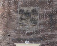 Gable Stone acima da entrada a Schreierstoren, Amsterdão, os Países Baixos imagens de stock