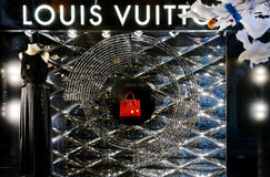 Gablota wystawowa Louis Vuitton sklep w nowym roku Zdjęcia Royalty Free
