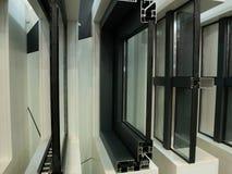 Gablota wystawowa nowożytne aluminiowe plastikowe okno ramy z rzędu cutted dla lepszy wśrodku widoku zdjęcie stock