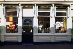 Gablota wystawowa stary sklep w holandiach zdjęcie royalty free