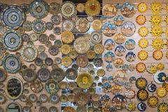 Gablota wystawowa w szkła i ceramiki sklepie fotografia stock