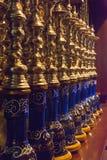 Gablota wystawowa z nargile w sklepie Zdjęcie Stock