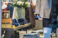 Gabloty wystawowej mannequin model przy ubraniowym centrum handlowym zdjęcia stock