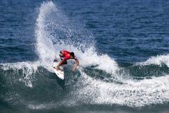 Gabriel Medina che pratica il surfing nella Triple Crown Hawai Fotografia Stock Libera da Diritti