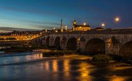 Gabriel most nad Loire rzeką w Blois, Francja Obrazy Stock