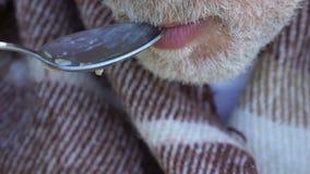 Gachas de avena antropófagas viejas con apetito, la cena de la caridad, la ayuda de viejo y los pobres metrajes