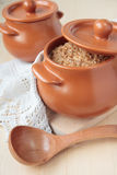Gachas de avena de la cebada, cocidas con leche fotografía de archivo libre de regalías