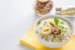 Gachas de avena del arroz con el camarón Fotos de archivo