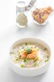 Gachas de avena del arroz con el camarón Fotos de archivo libres de regalías