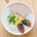 Gachas del arroz de las gachas de avena del chino tradicional en el tazón de fuente, congee Imagen de archivo libre de regalías