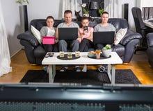 Gadgetfamilie in moderne tijd Stock Foto