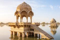 Gadi Sagar - lago artificial en Jaisalmer, Rajasthán foto de archivo libre de regalías