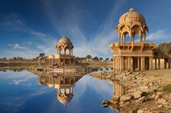Gadi Sagar-Tempel auf Gadisar See Jaisalmer, Indien Stockfotografie