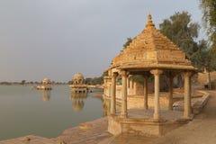 Gadisar湖在Jaisalmer,拉贾斯坦状态,印度 免版税库存照片