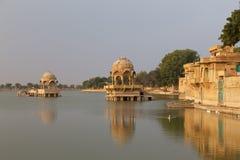 Gadisar sjö i Jaisalmer, Rajasthan stat, Indien Arkivfoto