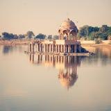 Gadsisar湖是其中一个Jaisalmer的主要旅游胜地 免版税图库摄影