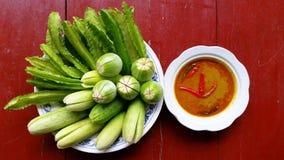 Gaeng Tai Pla med grönsaker Arkivfoto