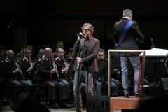 Gaetano Curreri singt auf Stadium Lizenzfreies Stockbild