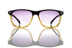 Gafas de sol aisladas en un fondo blanco imágenes de archivo libres de regalías