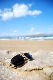 Gafas de sol de moda en la playa Foto de archivo