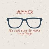 Gafas de sol del verano en estilo del vintage en la arena ilustración del vector