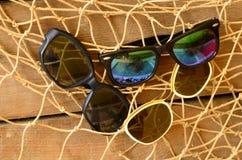 Gafas de sol del vintage y red barredera de haz Verano del vintage Foto de archivo libre de regalías