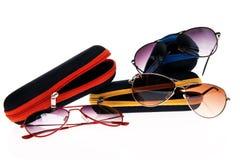 Gafas de sol elegantes con un caso Foto de archivo libre de regalías