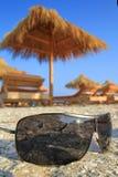 Gafas de sol en la arena Fotos de archivo libres de regalías