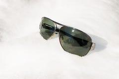 Gafas de sol en la nieve Foto de archivo libre de regalías