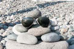 Gafas de sol en la playa Imagen de archivo