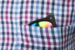 Gafas de sol en un bolsillo de la camisa Imagen de archivo libre de regalías