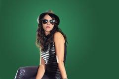 Gafas de sol que desgastan de la muchacha hispánica Fotos de archivo libres de regalías