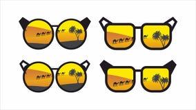 Gafas de sol que reflejan los girasoles Imágenes de archivo libres de regalías
