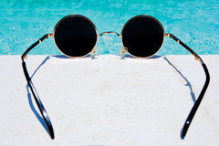 Gafas de sol redondas negras Imágenes de archivo libres de regalías