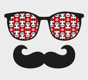 Gafas de sol retras con la reflexión para el inconformista. Fotografía de archivo