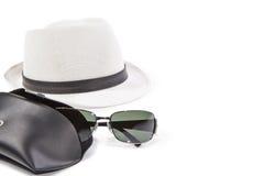 Gafas de sol y sombrero blanco Imagen de archivo libre de regalías