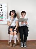 Gafas que desgastan para dos personas Fotografía de archivo libre de regalías