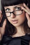 Gafas que llevan de la muchacha fotografía de archivo
