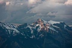 Gaflei, Vaduz, Liechtenstein - szaleje nad Hoher Kasten wierza od Gaflei panoramy wierza z chmurnymi Apenzell Alps obraz stock