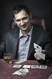 Gagnant d'homme d'affaires jouant au poker Photo stock