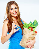 Gagnant de femme avec la nourriture verte Suivez un régime le concept Photographie stock libre de droits