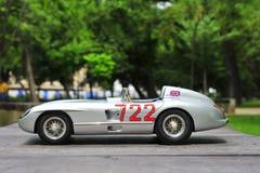 Gagnant Sir Stirling Moss de Mercedes-Benz 300 SLR Mille Miglia Image libre de droits